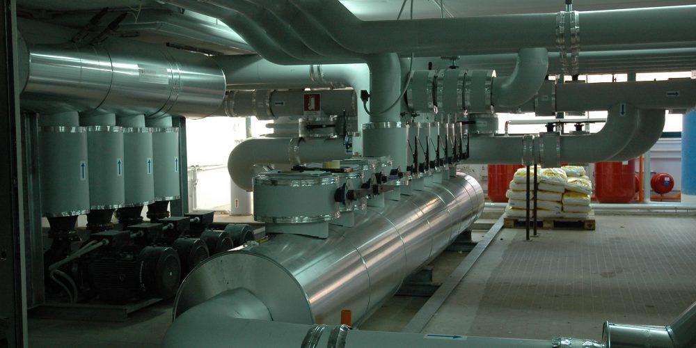 Particolare dell'impianto di refrigerazione: collettori di mandata