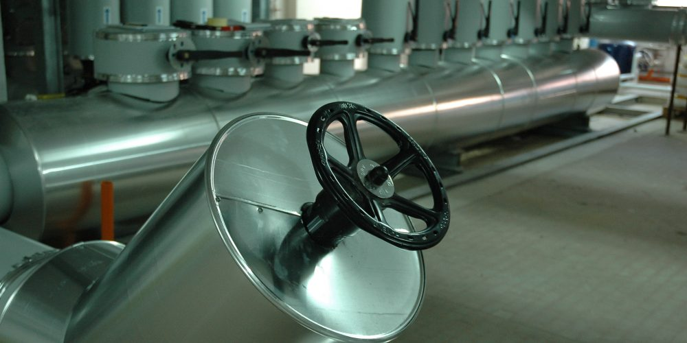 Particolare dell'impianto di refrigerazione: sistema di bypass dei collettori
